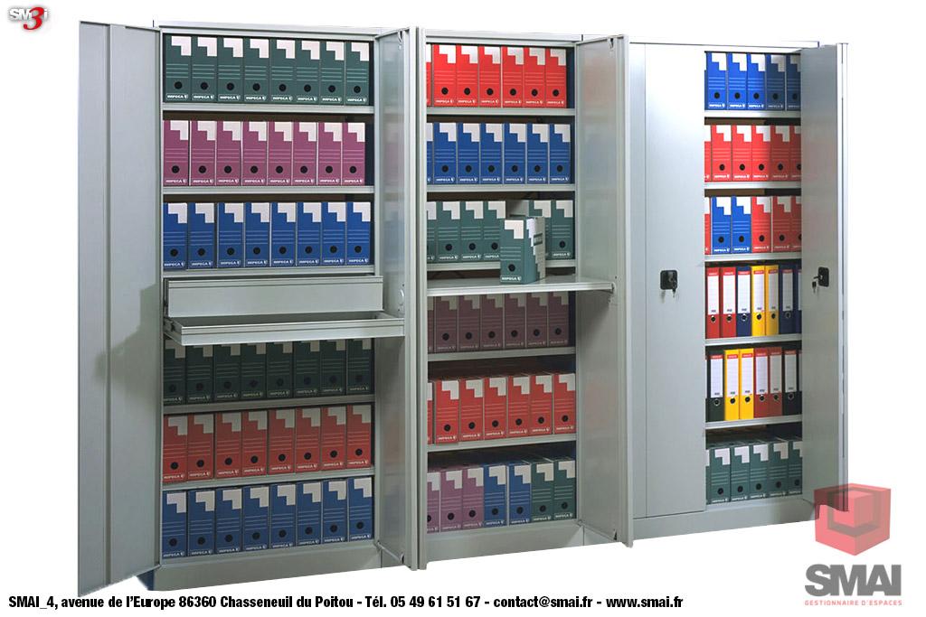 Rayonnage tôlé avec portes battantes et tablettes de consultation SMAI